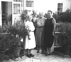 Amy &Lewis Garland & friend,1959. Diane Cousins Collection